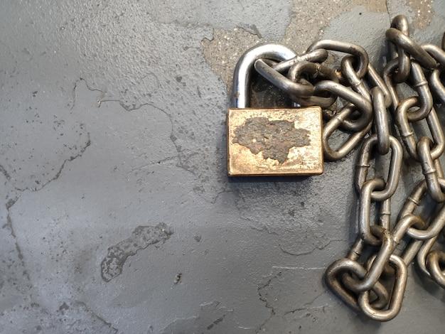금속 체인과 자물쇠