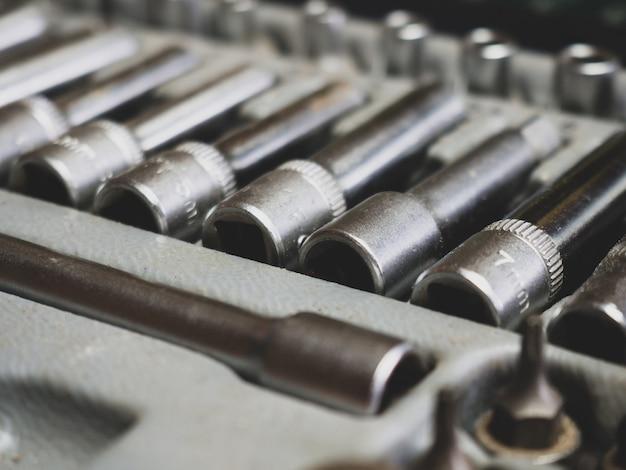 金属クロームメッキのラチェット六角ソケット。