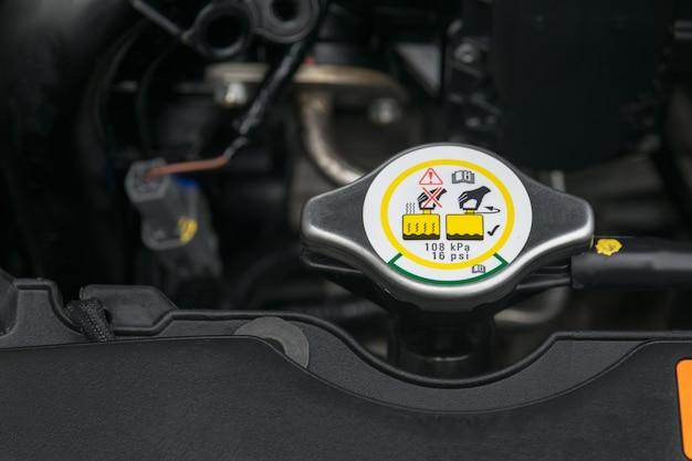 Металлическая крышка радиатора для охлаждения двигателя