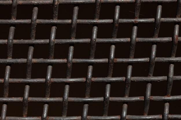 黒の背景に金属グリル