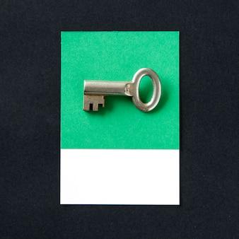セキュリティアイコンとしての金属製のキーオブジェクト
