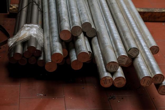 Труба металлопрофильная прямоугольного сечения в пачках на складе металлопродукции.