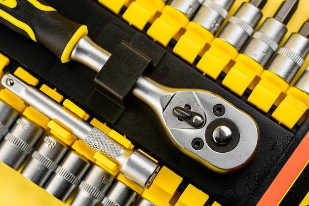 Трещотка металлическая с различными насадками