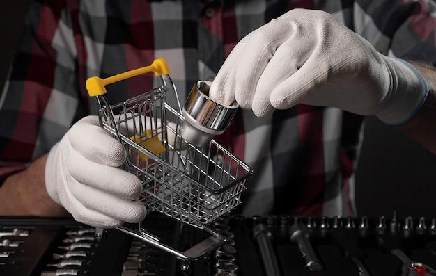 金属修理工具の買い物。六角ソケットヘッドのコンセプトを選択します。