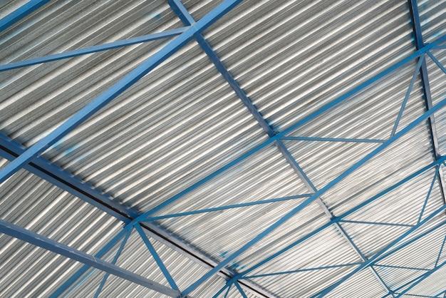 工業施設の金属屋根構造、内観