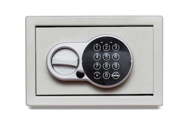 클리핑 패스와 함께 흰색 배경에 숫자 키패드 잠긴 시스템 및 키와 금속 금고