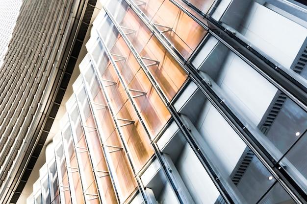 金属のシーン透明な遠景の超高層ビル