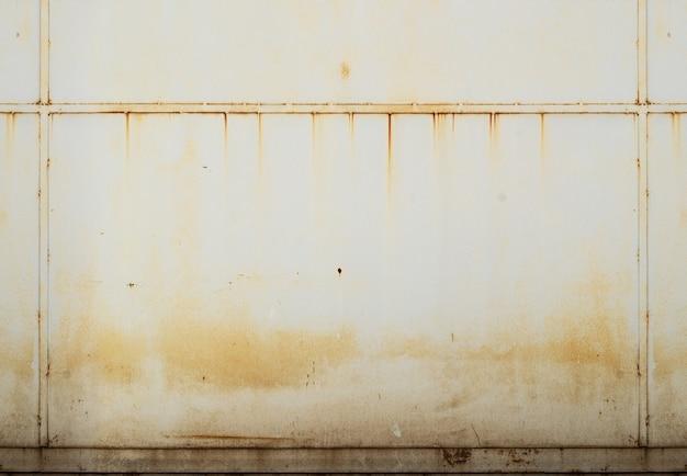 Metal shield with rust horizontal seamless texture