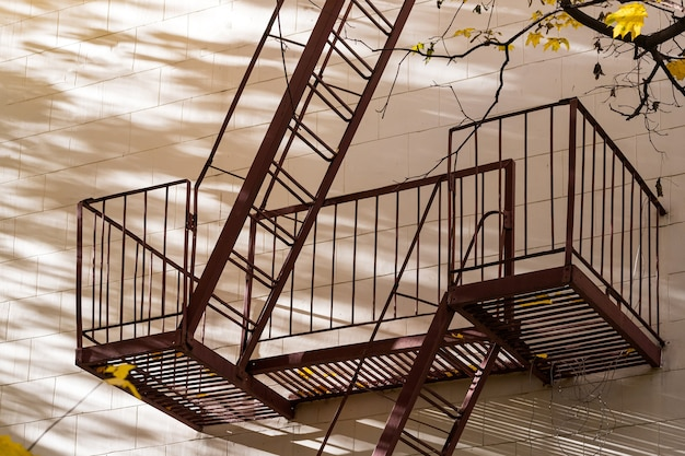 Metal staircase for an emergency exit in a multi-storey building