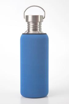 흰색 바탕에 금속 철강 물 플라스 크입니다. 금속 마시는기구
