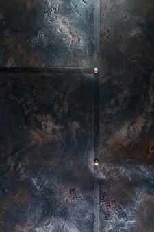 リベットと表面錆のある金属構造