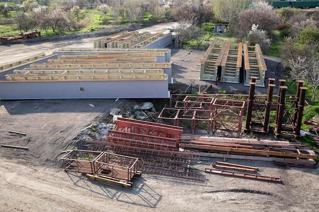 Металлоконструкции для мостовых конструкций балки, опоры, леса, лестницы.