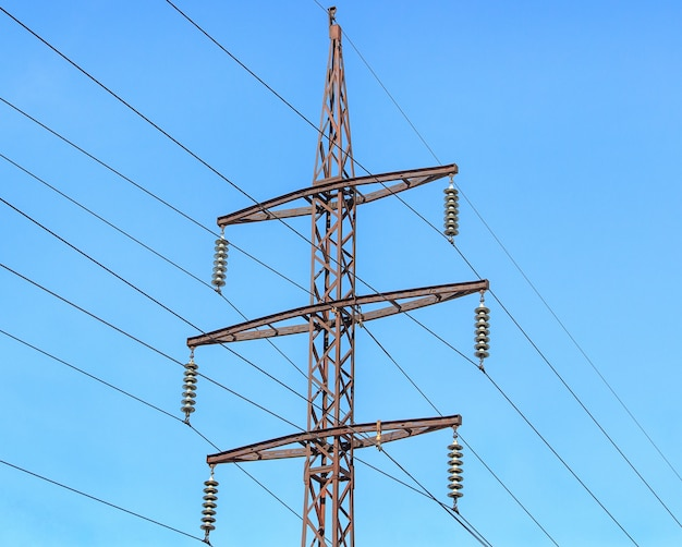 Металлическая опора воздушных линий электропередач.