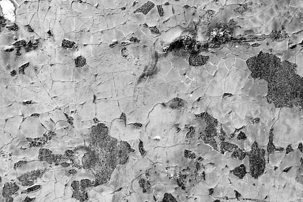 背景として使用できる傷やひび割れのある金属の質感