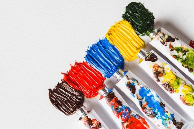 Tubi metallici con vernici