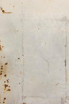 錆の汚れと金属の壁