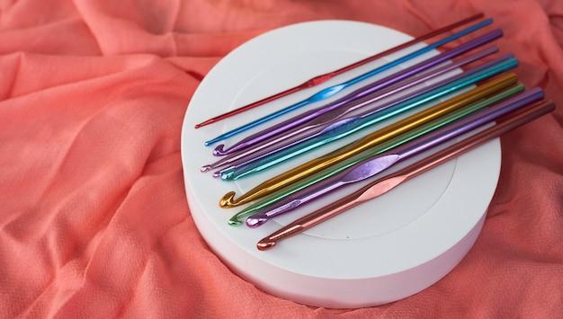 金属製のかぎ針編みのフック、異なるサイズ
