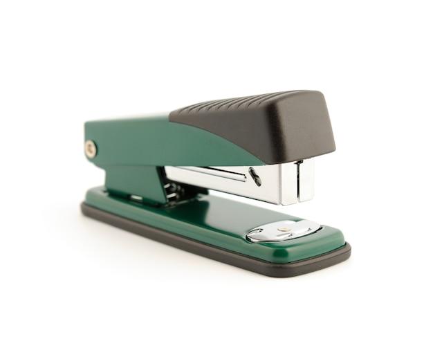 Металлический степлер для офиса, изолированные на белом фоне