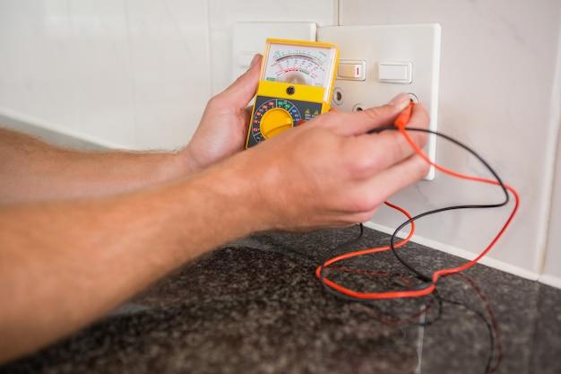 Metering voltage with digital multimeter
