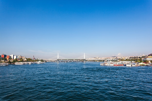 Метромост через золотой рог в стамбуле, турция