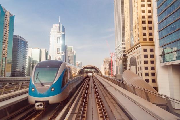アラブ首長国連邦、ドバイのダウンタウンの地下鉄
