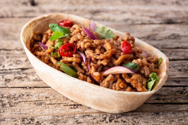 牛肉と唐辛子のメキシコのバルキータタコス