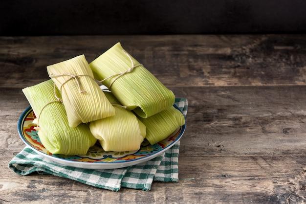 メキシコのトウモロコシとチキンタマレ