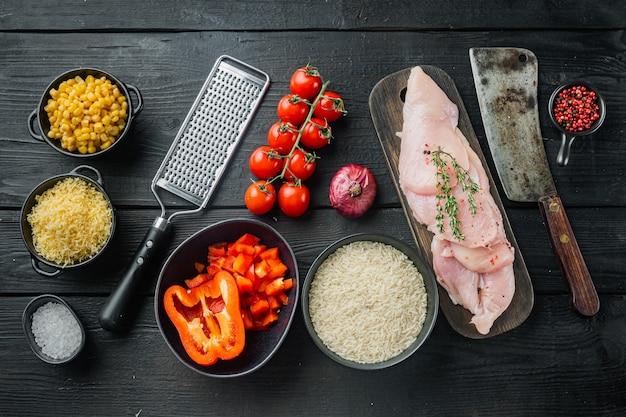 Мексиканская еда. кухня южной америки. традиционные ингредиенты, на черном фоне деревянного стола, плоская планировка, вид сверху