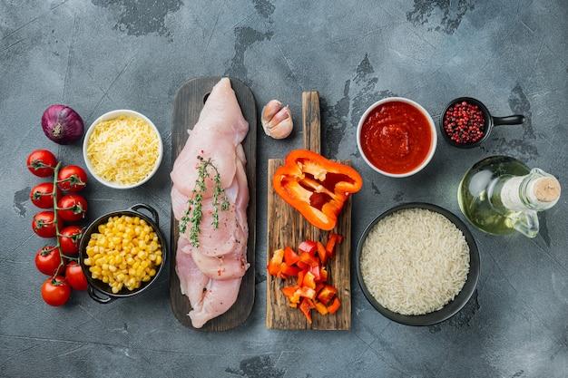 Мексиканская еда. кухня южной америки. традиционные ингредиенты, на сером фоне, плоская планировка, вид сверху