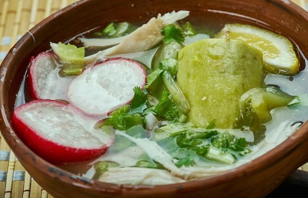 Мексиканское pozole verde de pollo - куриное зеленое позоле