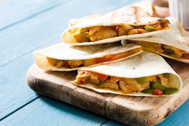 チキンとチーズのメキシコのケサディーヤ