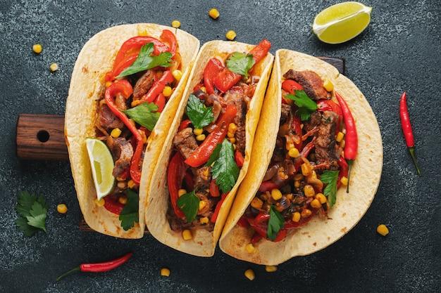 牛肉のメキシコのタコス