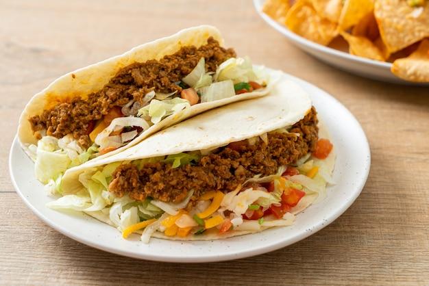 다진 닭고기를 곁들인 멕시코 타코 - 멕시코 전통 요리