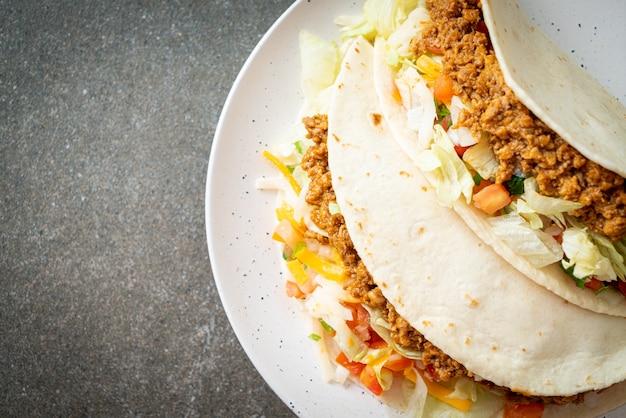 鶏ひき肉のメキシコのタコス-メキシコの伝統料理