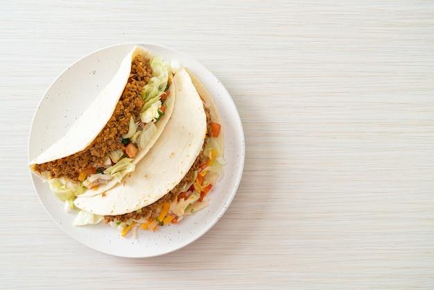 Мексиканские тако с куриным фаршем - традиционная мексиканская кухня