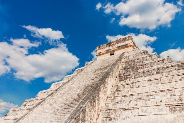 Mexico chichen itza maya ruins