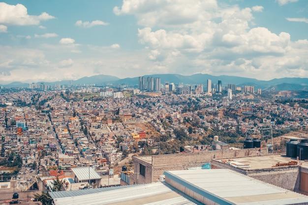 日中のメキシコシティ
