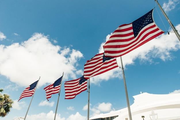 アメリカ合衆国、マイアミ-2020年3月31日マイアミダウンタウンの空の通り。