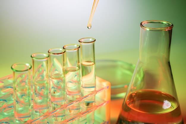 Микробиологическая пипетка в генетической лаборатории