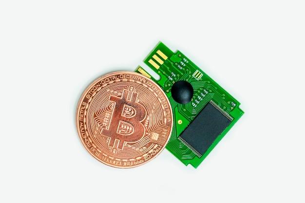 仮想コインの成長のためのマイクロチップマイニング。ビットコイン暗号通貨のクローズアップ