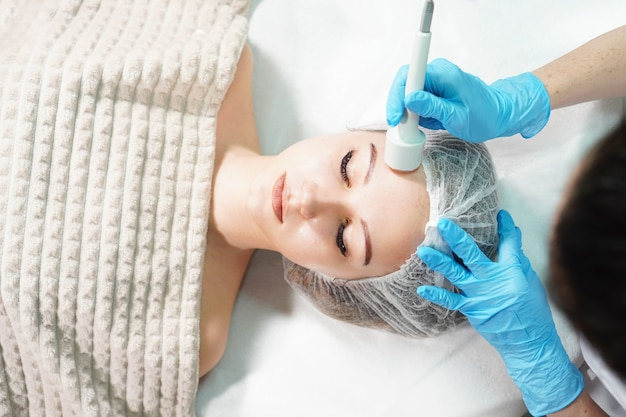 Microcurrent therapy for facial care