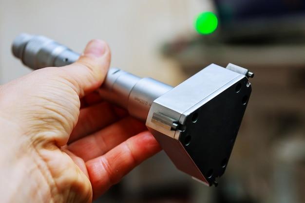 마이크로미터. 구멍 직경의 정확한 측정을 위한 장치.