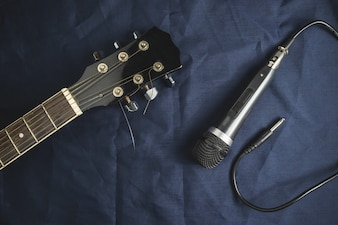 Microphone and acoustic guitar on the table