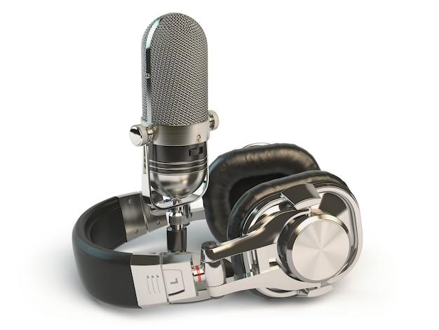 白で隔離のマイクとヘッドフォン。録音またはラジオの概念。 3dイラスト