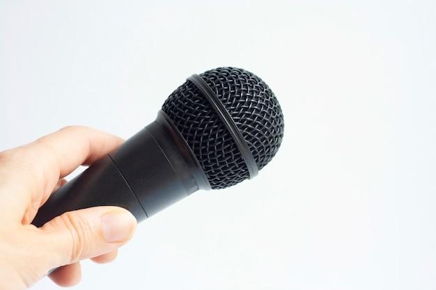 Микрофон в руке, копия пространства