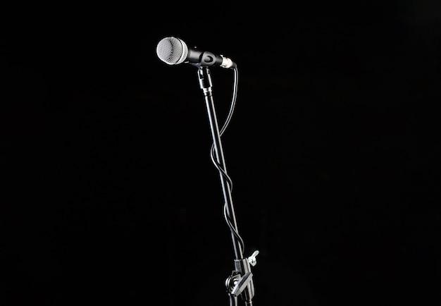 Стойка микрофона, голос микрофона, микрофон крупным планом.