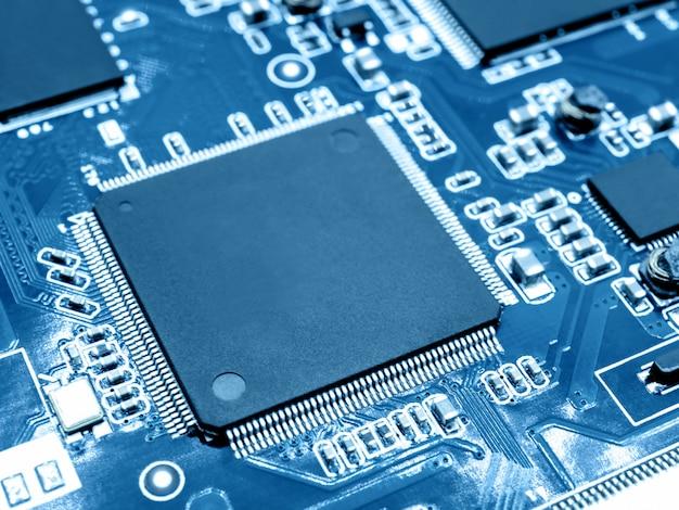 Microprocessor on electronic circuit board