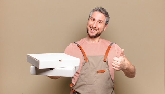 중년 남자 요리사. 피자 개념을 빼앗아