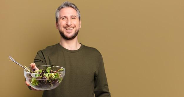 サラダと中年の男