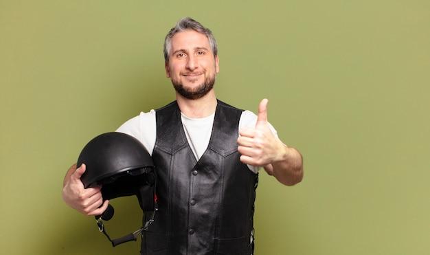 中年バイクライダーマンヘルトメット